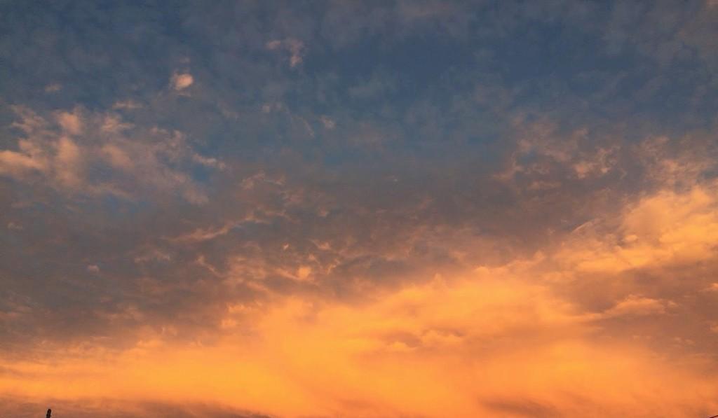 2015年9月13日の気持ち悪い夕焼けと雲の写真も撮っておく (2)