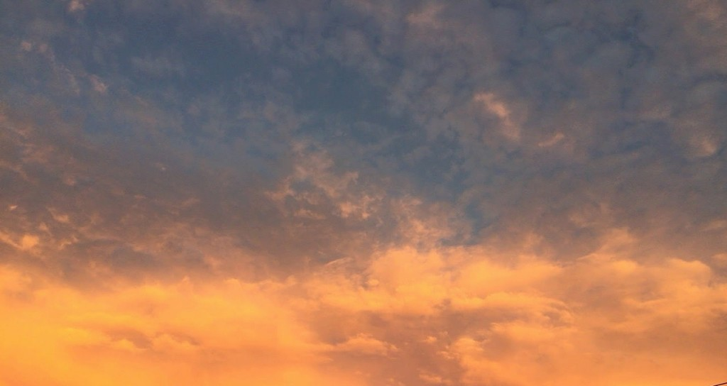 2015年9月13日の気持ち悪い夕焼けと雲の写真も撮っておく (3)
